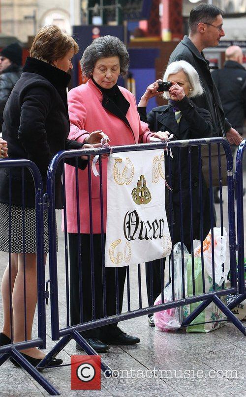 Atmosphere and Queen Elizabeth Ii 2