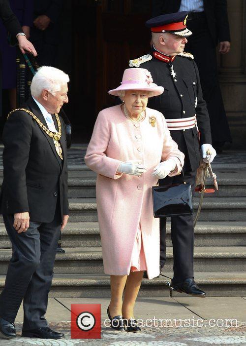 queen elizabeth ii leaving manchester town hall 3795139