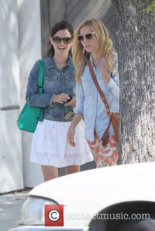 Rachel Bilson and Kristen Bell 3