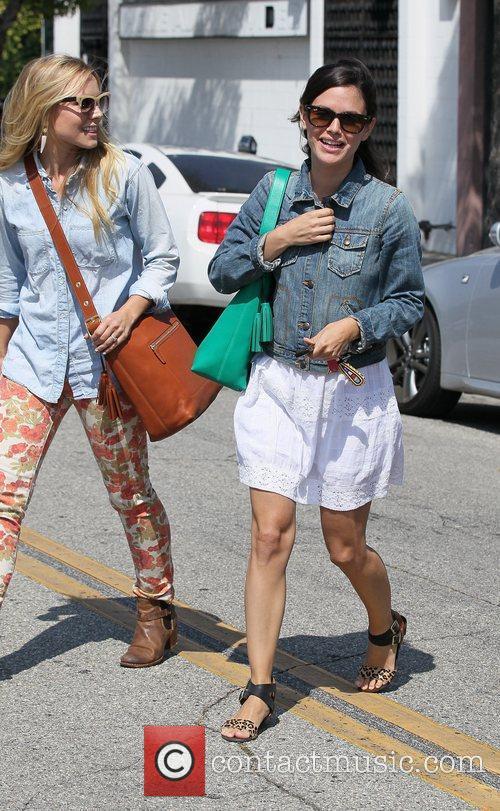Rachel Bilson and Kristen Bell 4