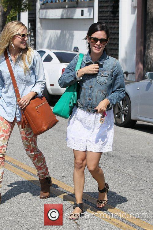 Rachel Bilson and Kristen Bell 5
