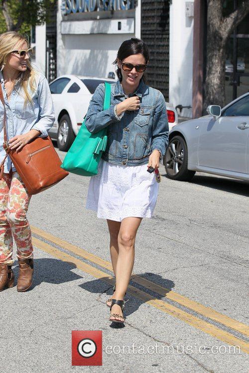 Rachel Bilson and Kristen Bell 6