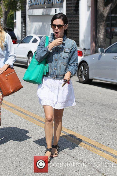 Rachel Bilson and Kristen Bell 7