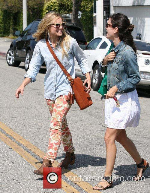 Rachel Bilson and Kristen Bell 11