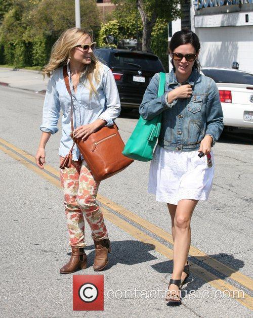Rachel Bilson and Kristen Bell 12