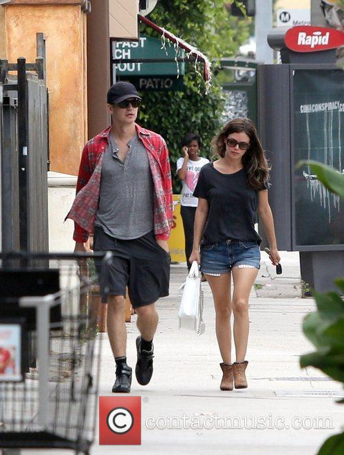 Rachel Bilson and Hayden Christensen 11