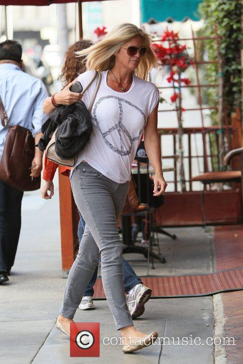 rachel hunter out and about in beverly 3861596