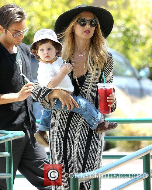 Visits Malibu Country Mart with her son Skyler...