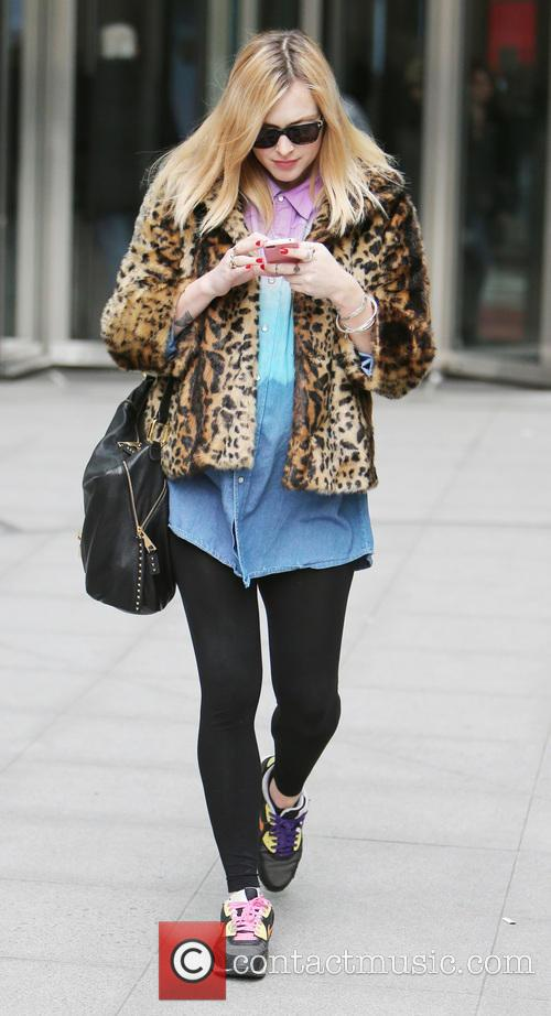 Fearne Cotton Fearne Cotton fiddles with her mobile...