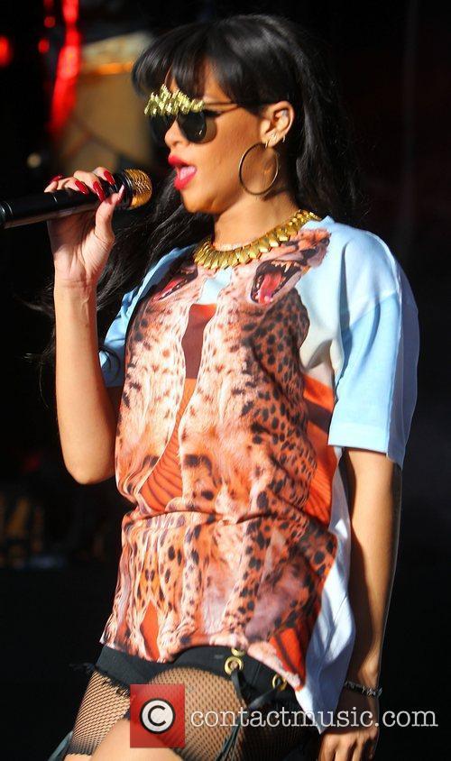 Rihanna 29