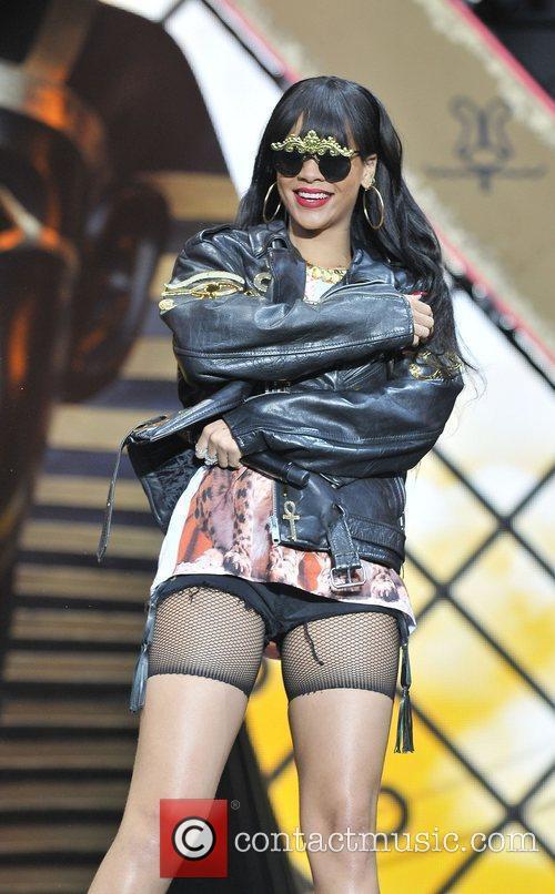 Rihanna 60