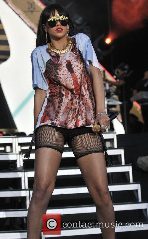 Rihanna 65
