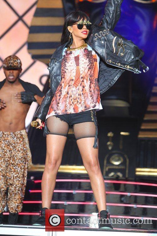 Rihanna 69