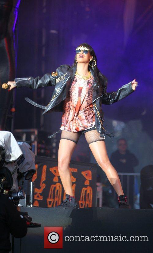 Rihanna 73