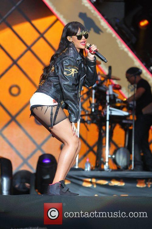 Rihanna 82