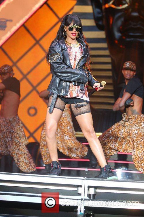 Rihanna 86