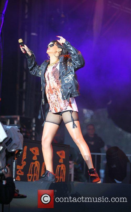 Rihanna 90