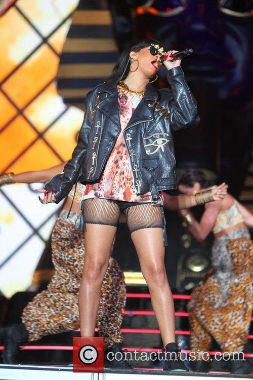 Rihanna 93