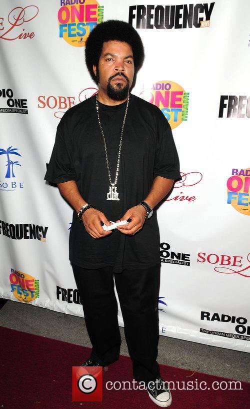 ice cube performs at the radio one 5875552