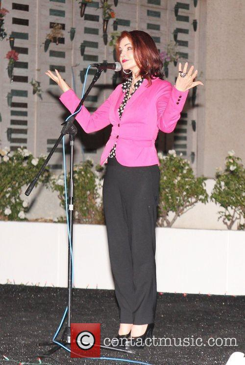 Priscilla Presley 4