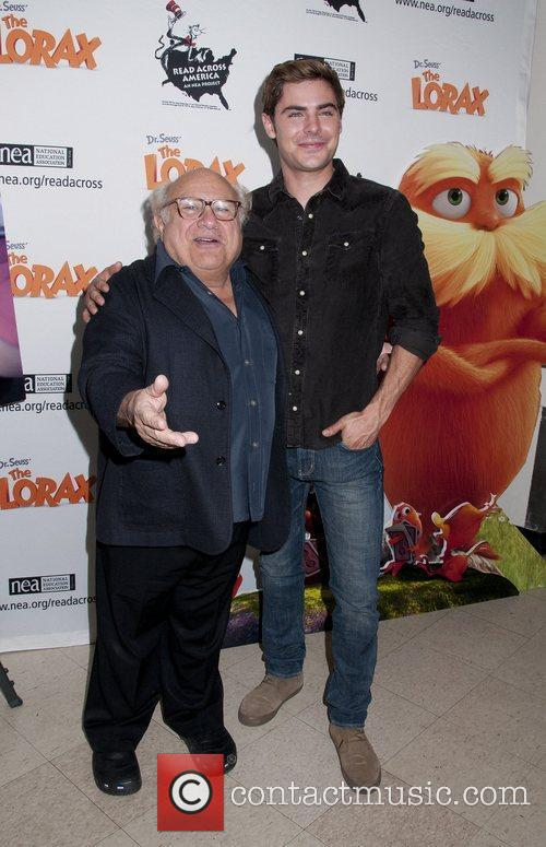 Danny Devito and Zac Efron 5