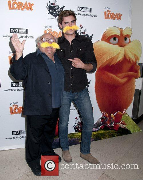 Danny Devito and Zac Efron 7