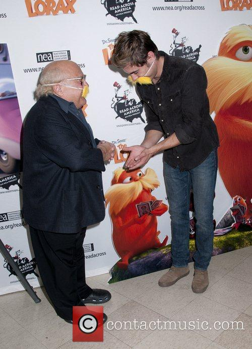 Danny Devito and Zac Efron 8