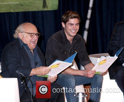 Danny Devito and Zac Efron 9