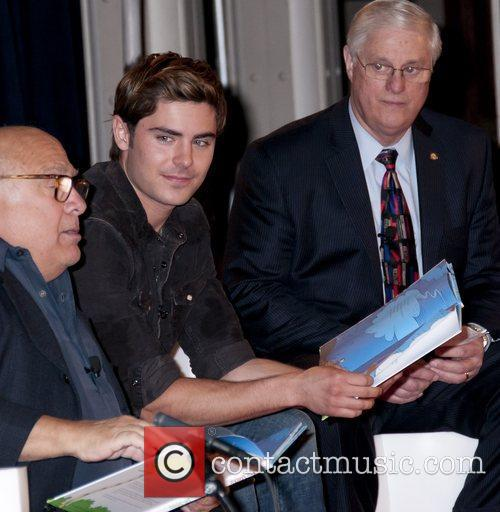 Danny Devito and Zac Efron 11