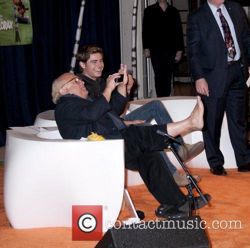 Danny Devito and Zac Efron 13