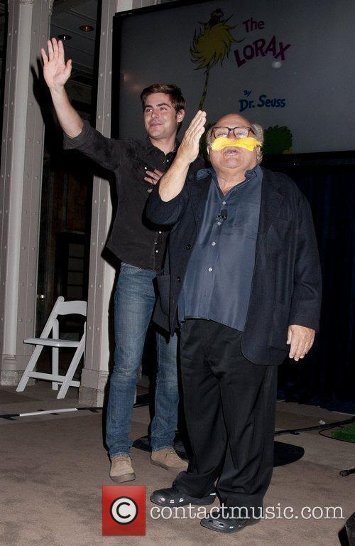 Danny Devito and Zac Efron 17