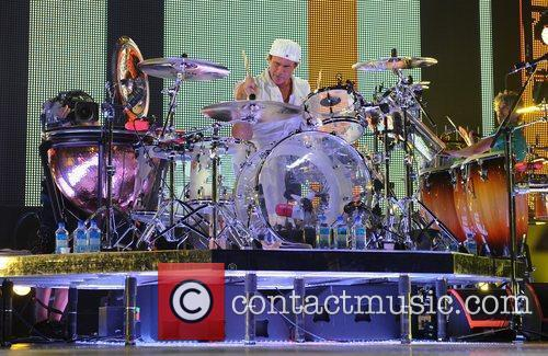 chad smith red hot chili peppers performing 3811217