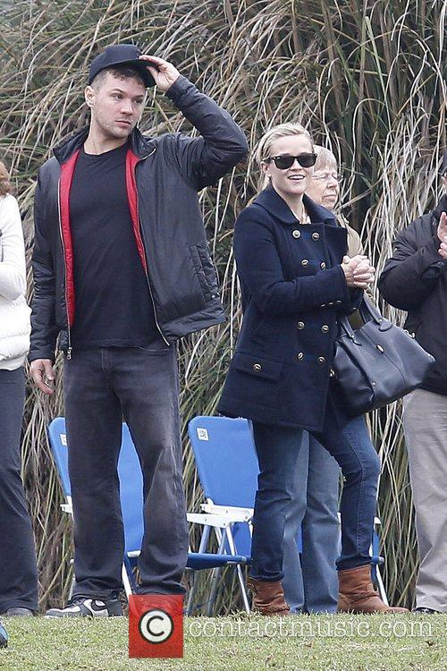 Ryan Phillippe and Reese Witherspoon 10