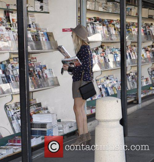 Reese Witherspoon buying magazines in Brentwood Los Angeles,...