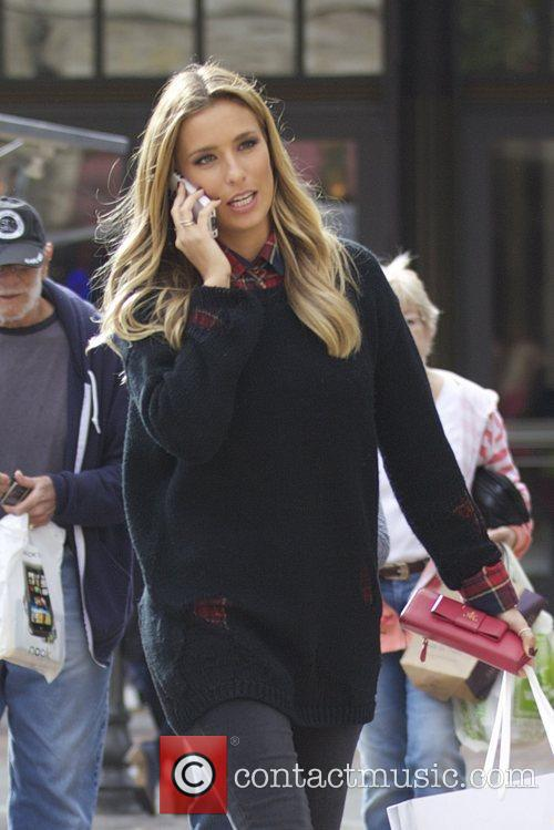 Extra and Renee Bargh 4