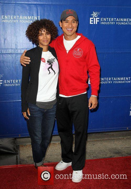 Mario Lopez and Halle Berry 4