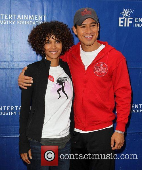 Mario Lopez and Halle Berry 5