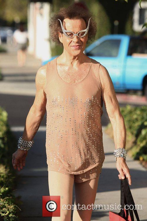 richard simmons poses outside his studio los 4019366
