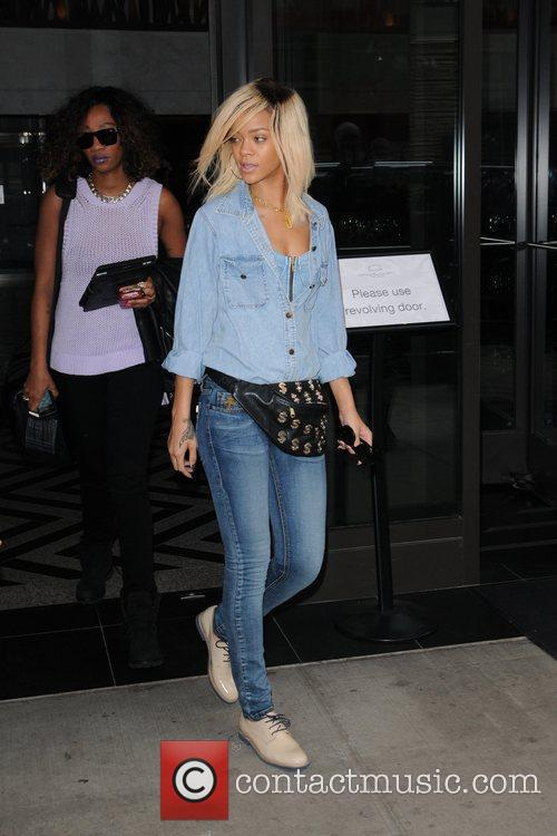 Rihanna and Manhattan Hotel 8