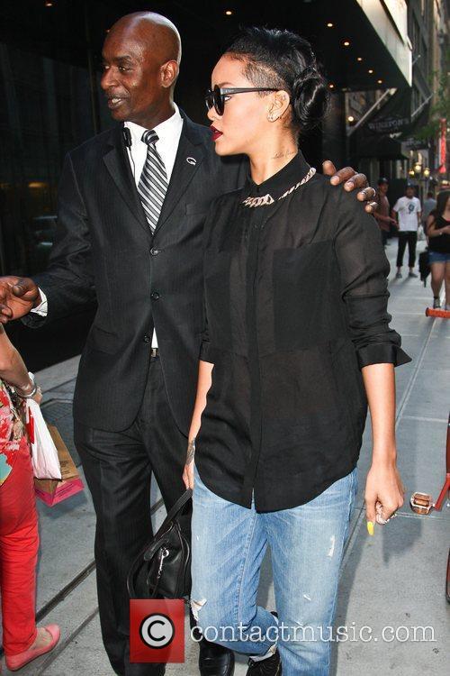 Rihanna 4
