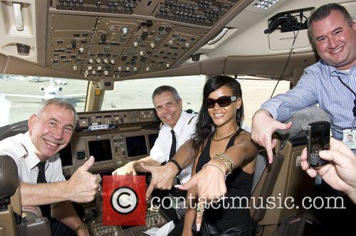 Rihanna Rihanna in the cockpit of flight 777...