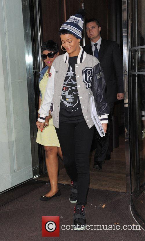 Rihanna leaving her hotel and heading to Heathrow...