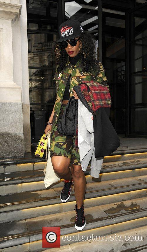 melissa forde leaves her hotel to accompany 3981878