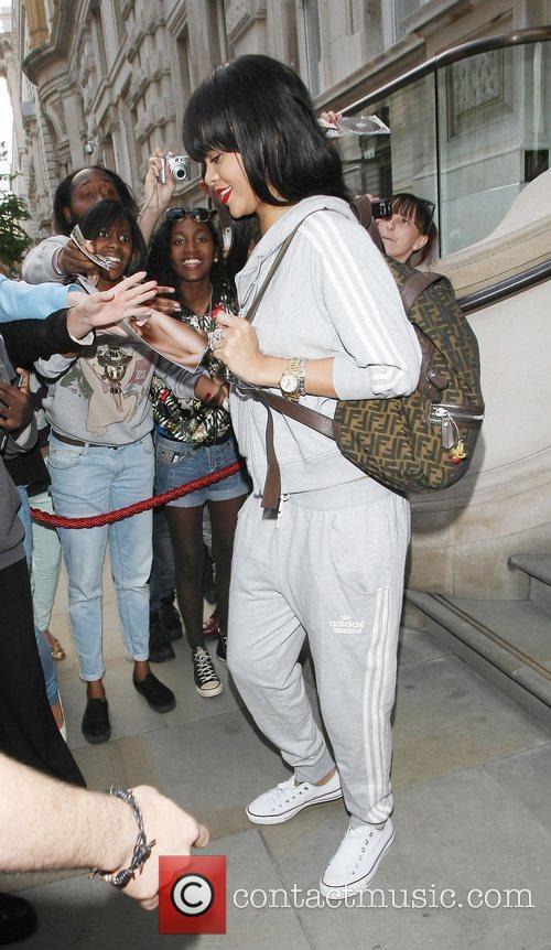 rihanna seen leaving her hotel london england   250612 3963175