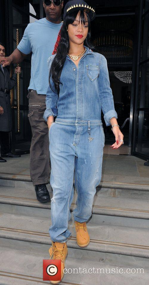 rihanna leaving her hotel london england   260612 3964681