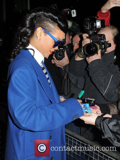 rihanna leaving her hotel london england  4181238