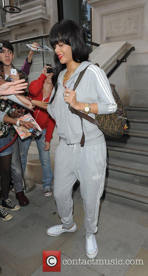 rihanna leaving her hotel london england   250612 3963214