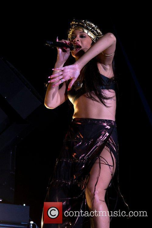 rihanna performing at peace and love festival 3970921