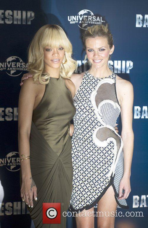 Rihanna and Brooklyn Decker 5
