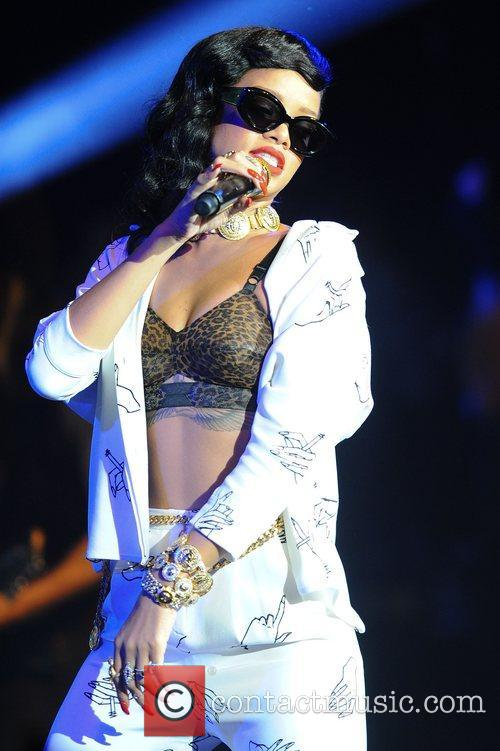 Rihanna plays London 19/11